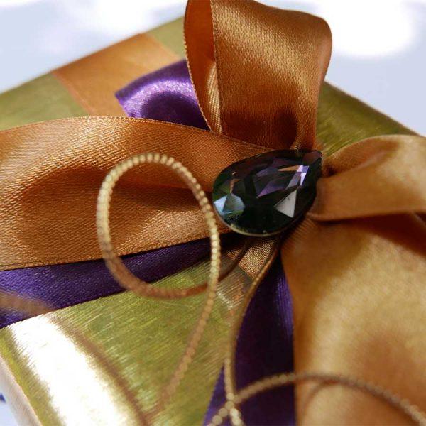 ljubicasti-poklon-detalj